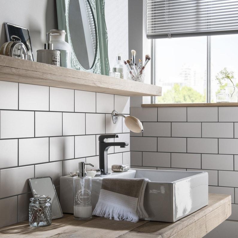 du bois et une cr dence en carrelage pour une salle de bains tendance leroy merlin. Black Bedroom Furniture Sets. Home Design Ideas