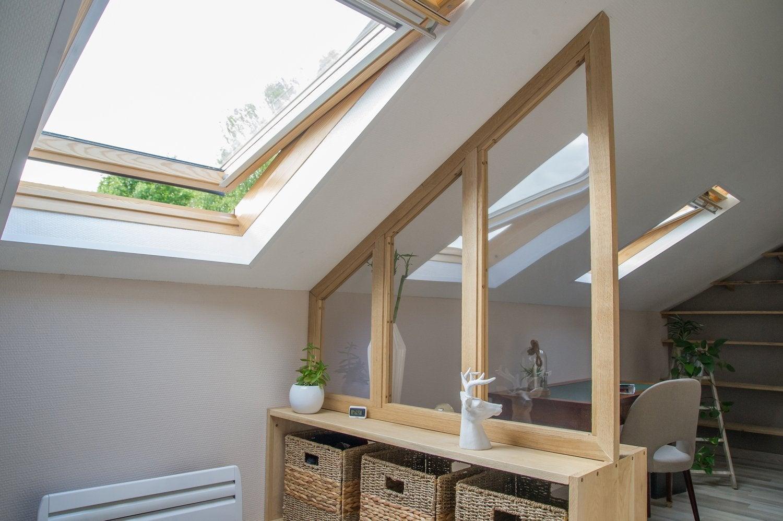 Accord parfait entre la verrière sous pente et la fenêtre de toit
