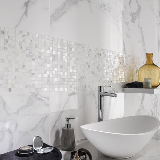 Un carrelage salle de bains géométrique métal brillant | Leroy Merlin