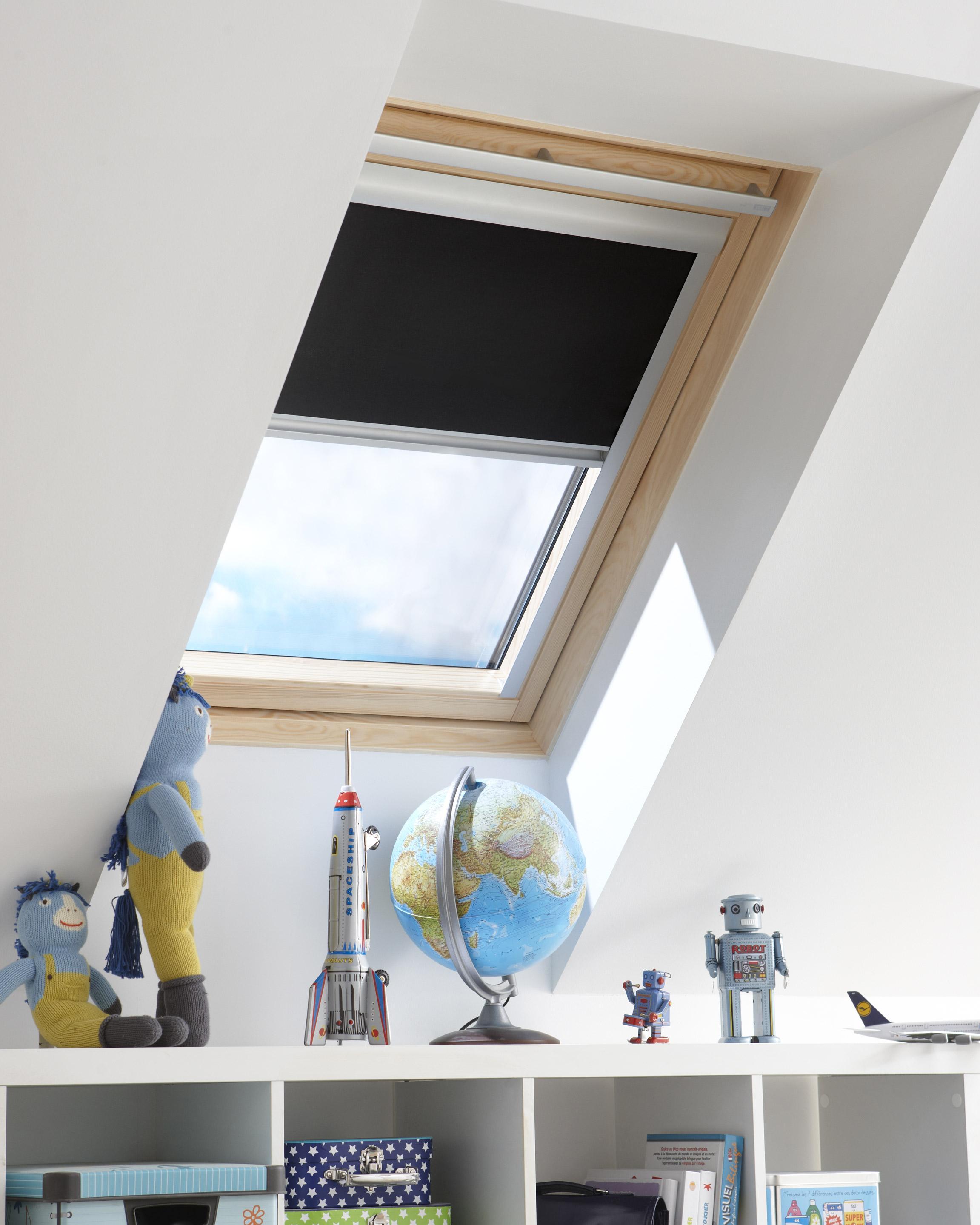 Store fenêtre de toit INSPIRE occultant manuel noir-noir n°0