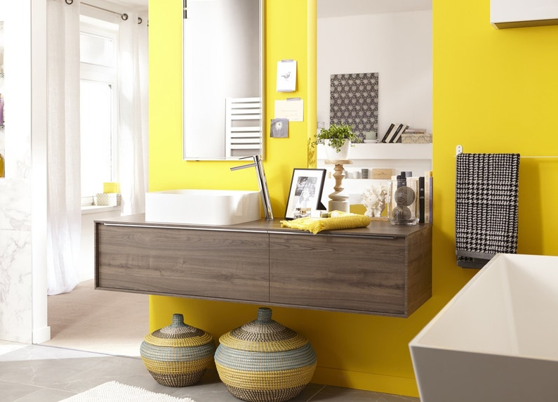 une salle de bains jaune leroy merlin. Black Bedroom Furniture Sets. Home Design Ideas