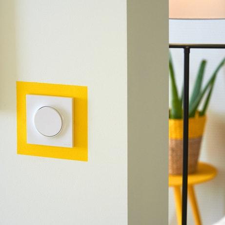 L'interrupteur est marqué d'une peinture fluo