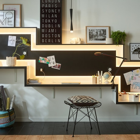 un bureau escalier pour travailler en famille leroy merlin. Black Bedroom Furniture Sets. Home Design Ideas