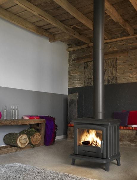 Le poêle à bois, idéal pour les grandes hauteurs sous plafond