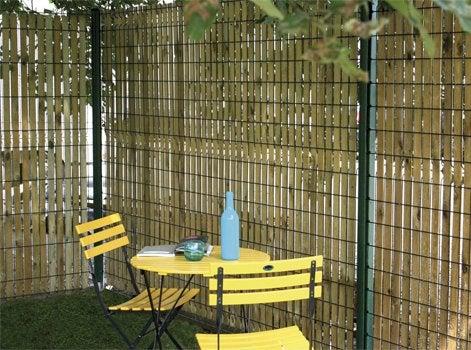 enfin selon sa hauteur un brise vue peut ajouter une zone ombrage dans votre jardin cette ombre porte sera la bienvenue en cas de fort ensoleillement - Brise Vent Jardin