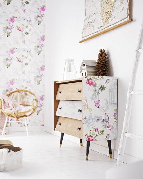 créez un style romantique avec ce papier peint à fleurs