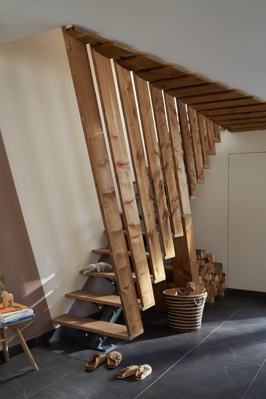 des planches de sapin pour faire de l 39 escalier un l ment de d coration leroy merlin. Black Bedroom Furniture Sets. Home Design Ideas