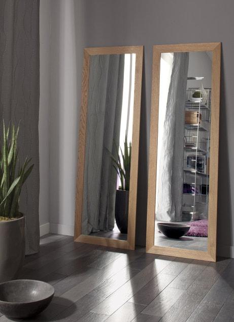 Deux miroirs en chêne pour un effet naturel