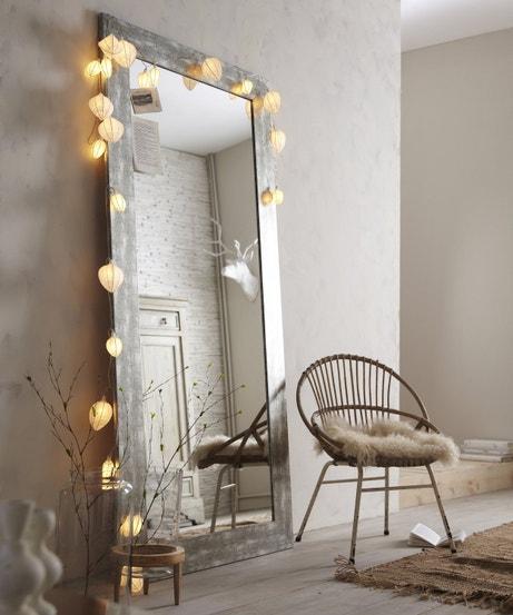 Un miroir sur pied qui agrandit la pièce