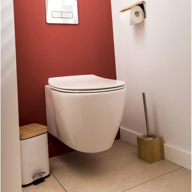 Une salle de bains en rouge et bois pour la famille | Leroy Merlin