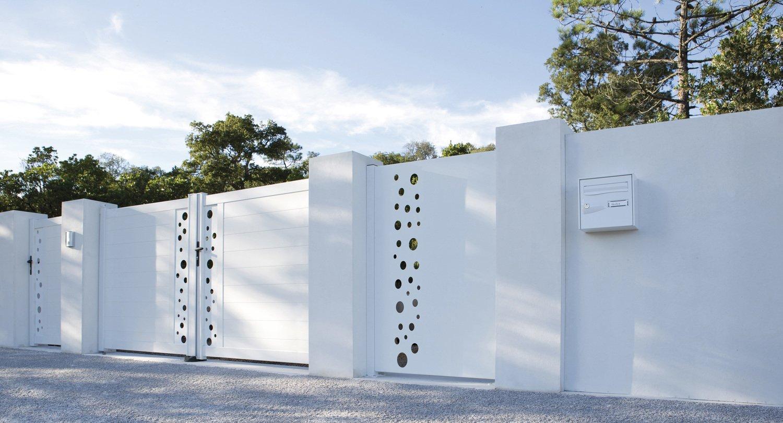 un portail en pvc pour s curiser la maison leroy merlin. Black Bedroom Furniture Sets. Home Design Ideas