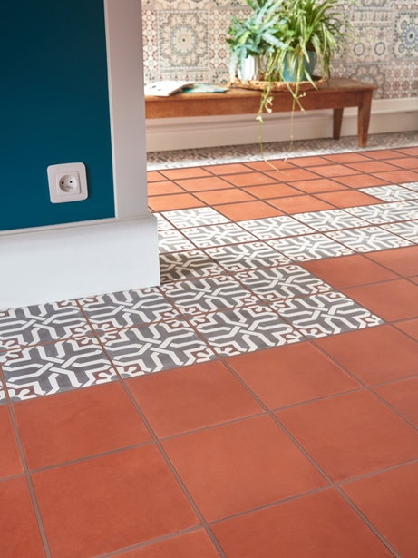 Un mix de carreaux de ciment avec motifs et unis