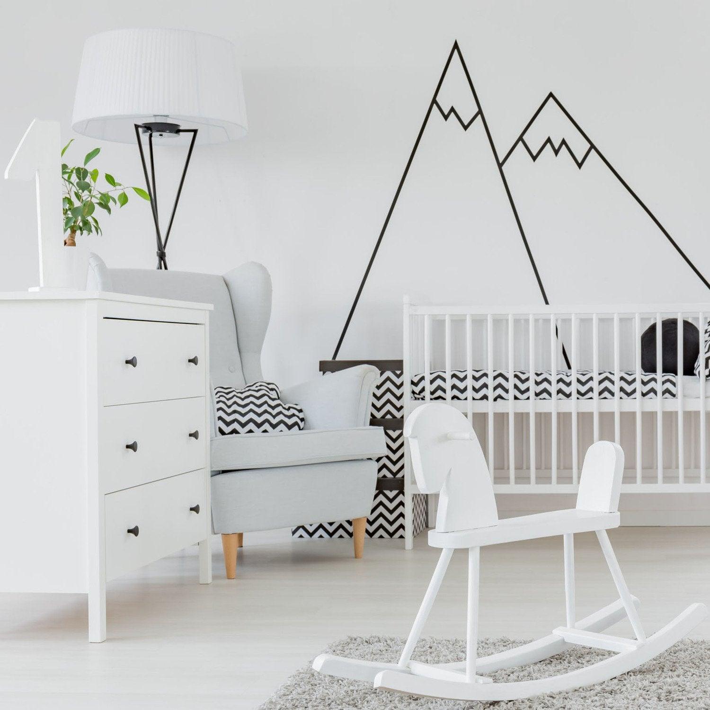 Les murs de la chambre de bébé en blanc et noir pour un effet ...