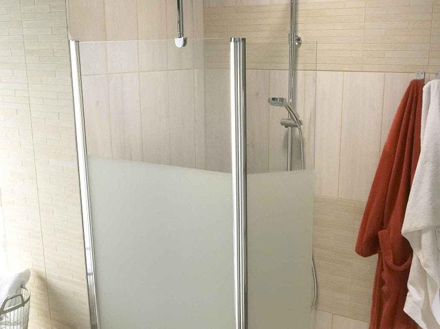 Porte de douche coulissante l 100 cm verre transparent for Comment poser une porte de douche