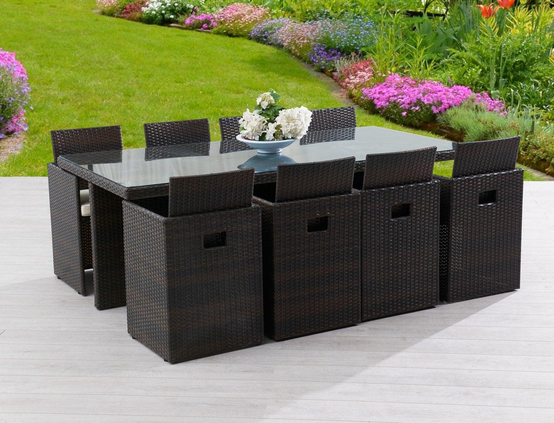 Une table de jardin familiale pour profiter de la terrasse for Table familiale
