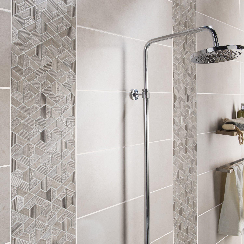 Un carrelage mural gris avec des mosa ques pour douche dans la salle de bain leroy merlin - Mitigeur mural salle de bain ...
