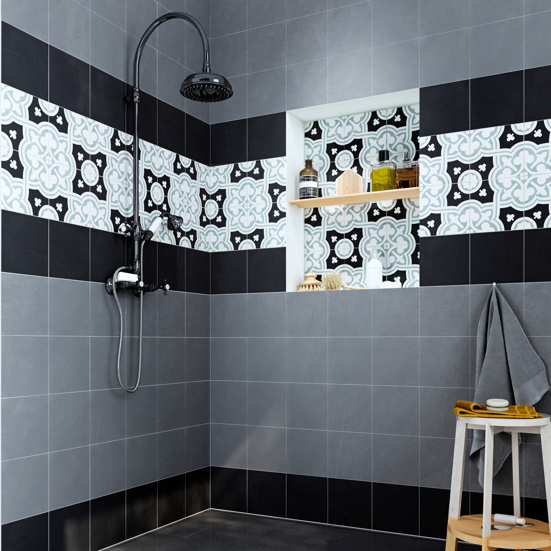 une frise de carreaux de ciment dans la douche leroy merlin. Black Bedroom Furniture Sets. Home Design Ideas