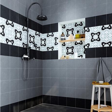 Une frise de carreaux de ciment dans la douche