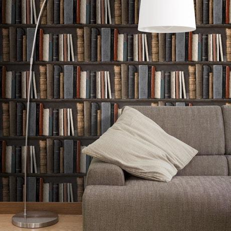 Un papier peint trompe l'oeil fait de bibliothèques pour donner plus de volume à une pièce