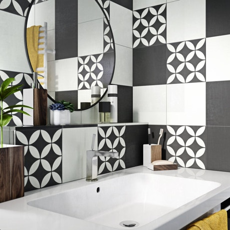 des carreaux de ciment dans la salle de bains leroy merlin. Black Bedroom Furniture Sets. Home Design Ideas