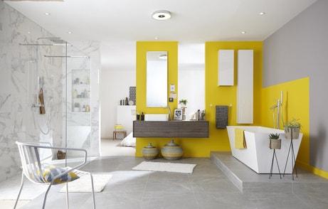 Une salle de bains épurée avec du jaune touche de jaune