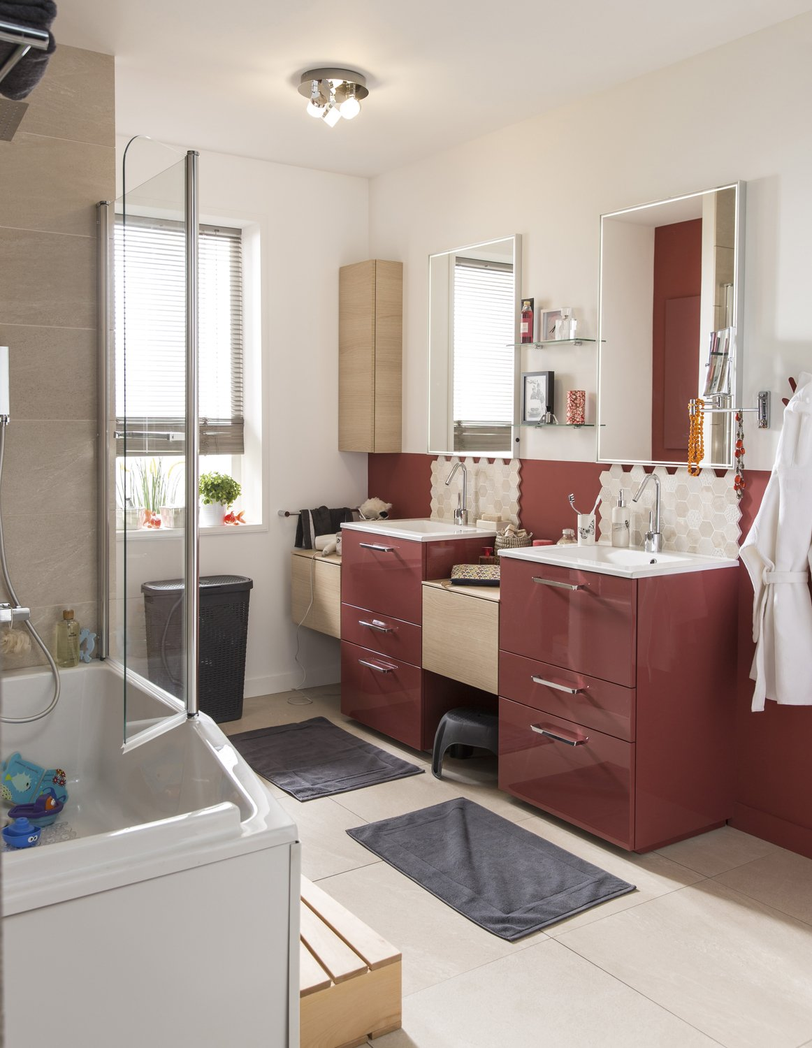 Beautiful Salle De Bain Rouge Et Bois Contemporary - House ...