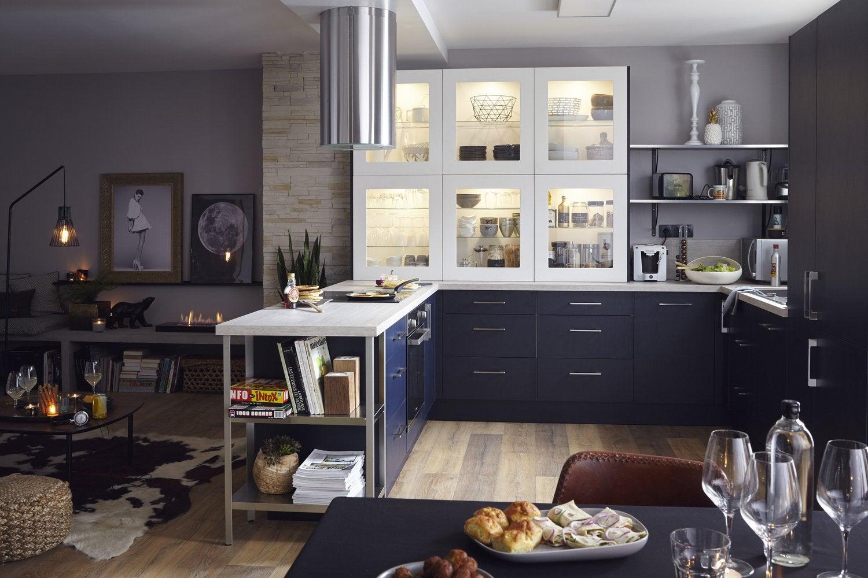 de la clart dans votre cuisine avec une vitre sur le meuble de cuisine leroy merlin. Black Bedroom Furniture Sets. Home Design Ideas