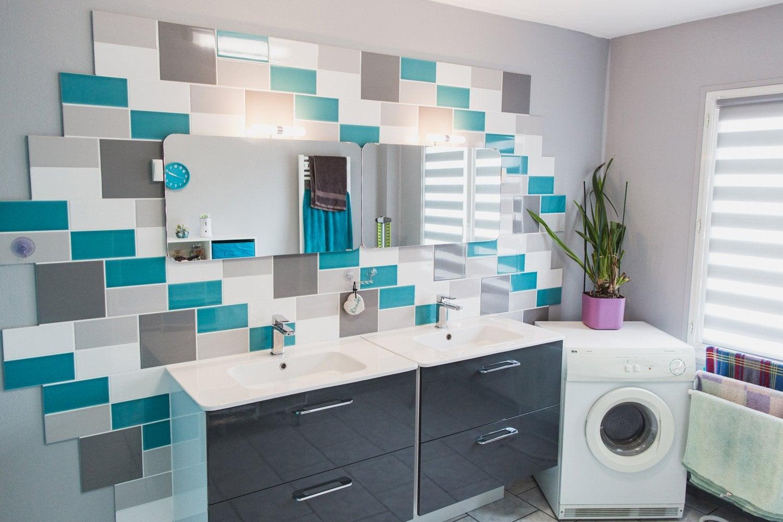 Une salle de bains au style naturel et aux tons clairs chez Frédéric ...