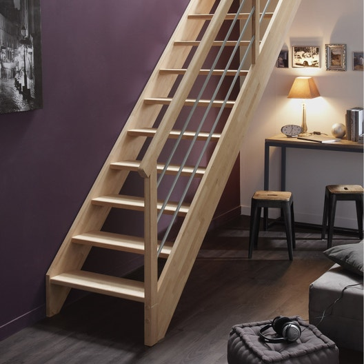 pose d 39 un escalier droit en bois massif leroy merlin. Black Bedroom Furniture Sets. Home Design Ideas
