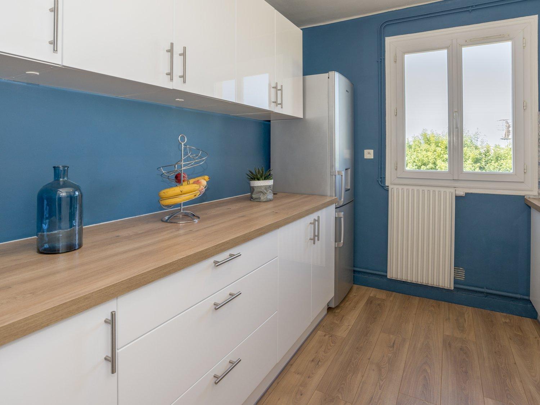 Cuisine Blanche Et Bleu la cuisine aux murs bleus de mélissa à saint brieuc | leroy