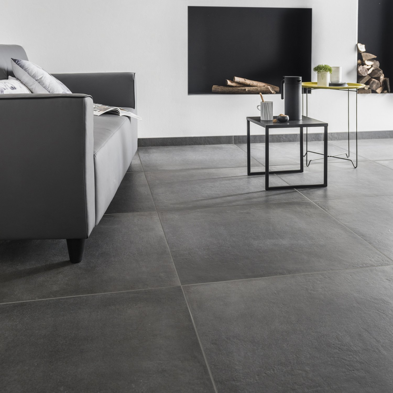 un carrelage de sol gris anthracite grand format leroy merlin. Black Bedroom Furniture Sets. Home Design Ideas