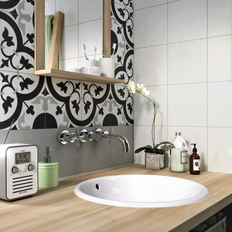 des carreaux de ciment pour une salle de bains tendance. Black Bedroom Furniture Sets. Home Design Ideas