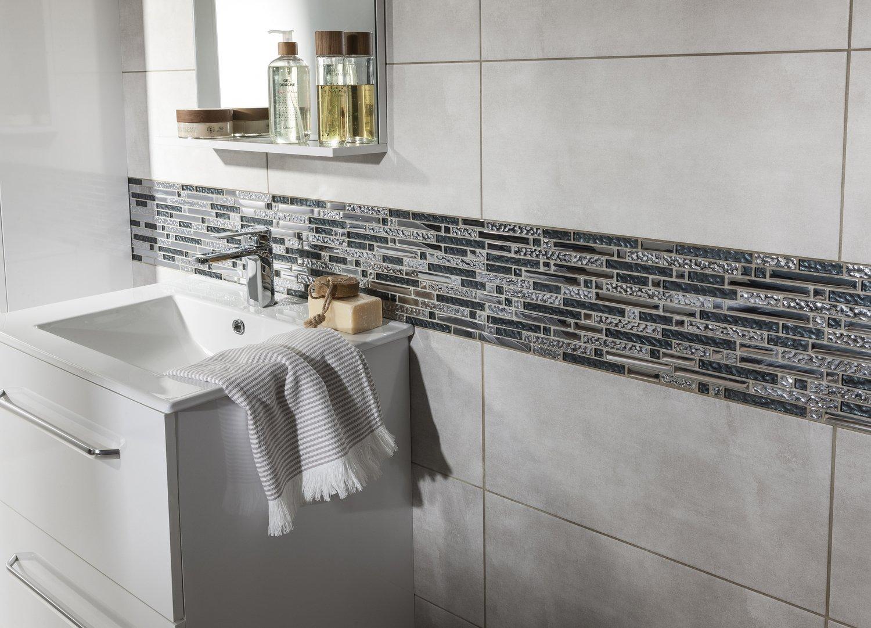 Des barrettes de mosaïque pour la frise de la salle de bains ...