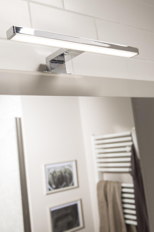 un spot chrom design placer au dessus du lavabo leroy merlin. Black Bedroom Furniture Sets. Home Design Ideas