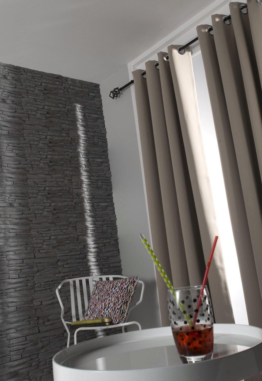 Des rideaux occultants couleur taupe pour votre salon ...