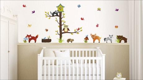 Des stickers animaux dans la chambre de bébé