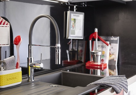 Un mitigeur d'évier avec douchette pour une cuisine moderne