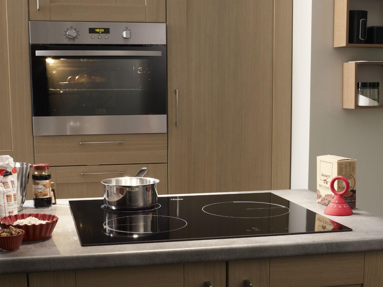 installer four encastrable sous plaque. de votre table de cuisson