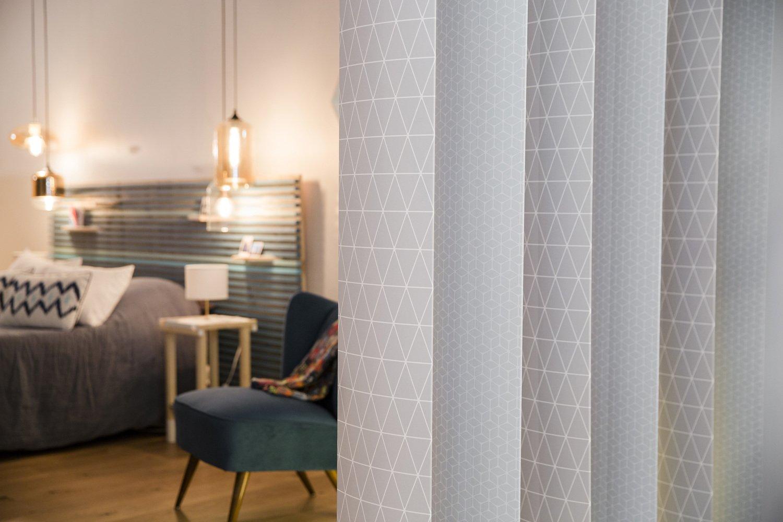 un nouvel espace dans une pi ce avec des lames orientables. Black Bedroom Furniture Sets. Home Design Ideas