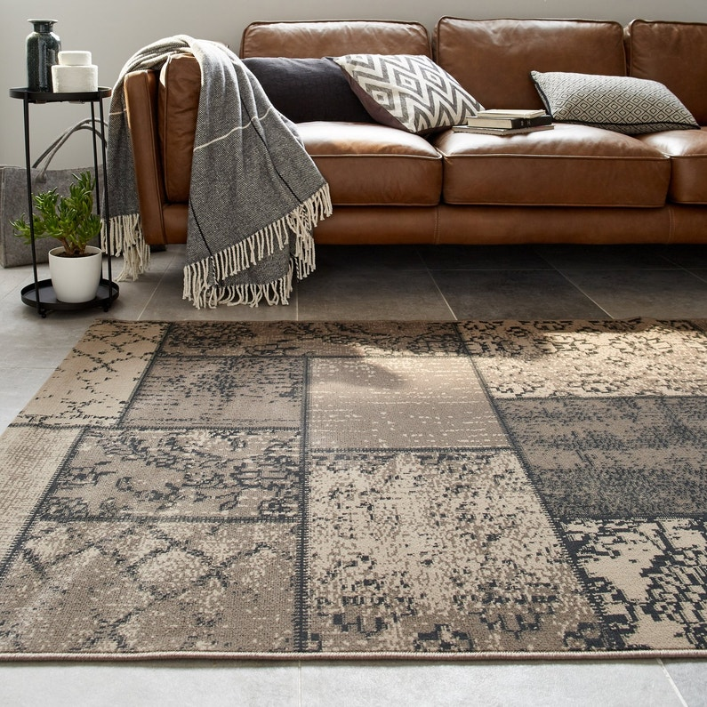 un tapis version patchwork qui se marie au style du salon leroy merlin. Black Bedroom Furniture Sets. Home Design Ideas