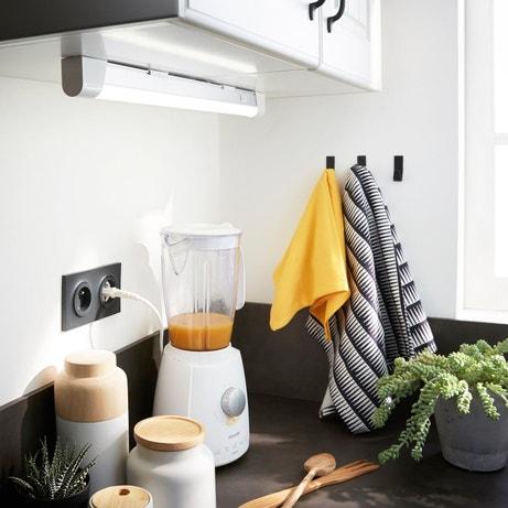 Une réglette large pour éclairer le travail dans la cuisine