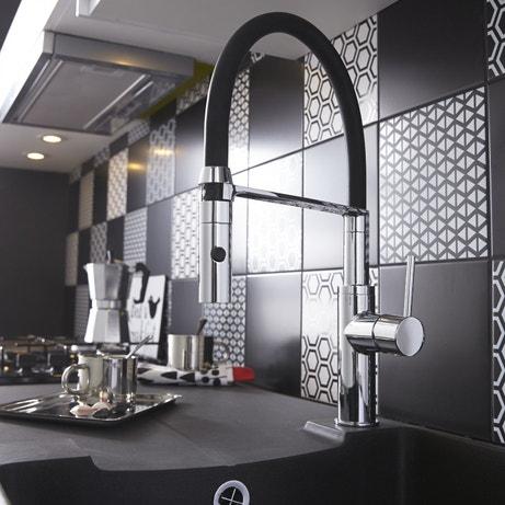 Un mitigeur de cuisine avec douchette pour du confort dans la cuisine
