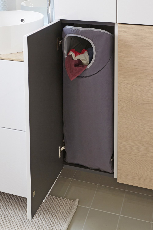 la gestion du linge sale dans les colonnes de rangement leroy merlin. Black Bedroom Furniture Sets. Home Design Ideas