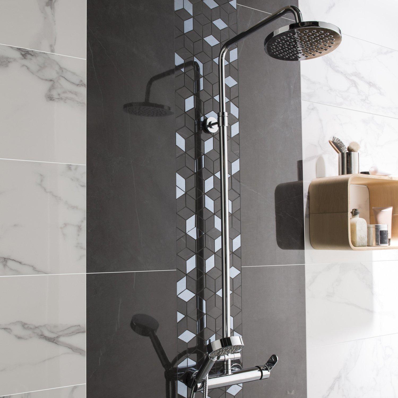 Un carrelage salle de bains géométrique métal brillant  Leroy Merlin