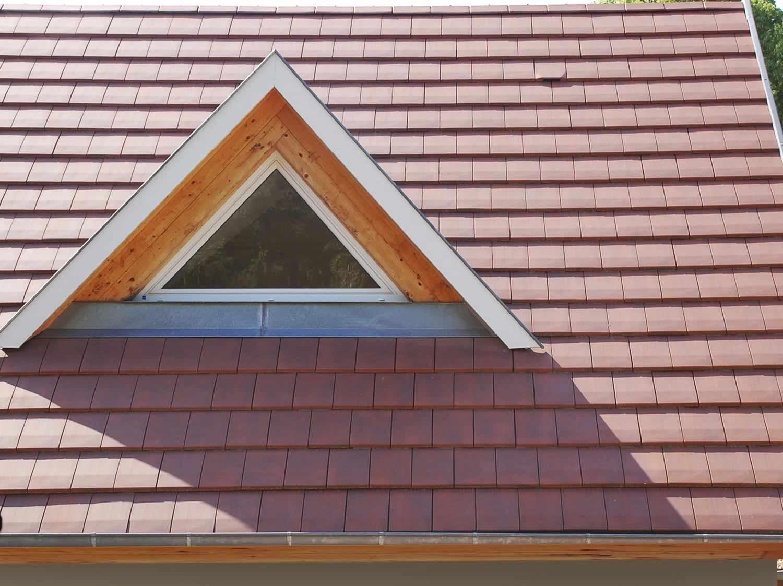 Comment Poser Des Ardoises couvrir un toit avec des tuiles plates ou des ardoises