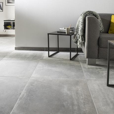 Du carrelage gris anthracite effet béton pour un salon design