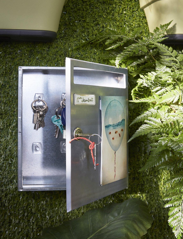 une boîte aux lettres décoratives dans votre jardin | leroy merlin