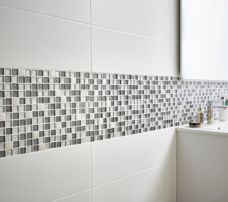 De la mosaique dans les nuances de gris pour sublimer la douche leroy merlin - Salle de bain frise mosaique ...