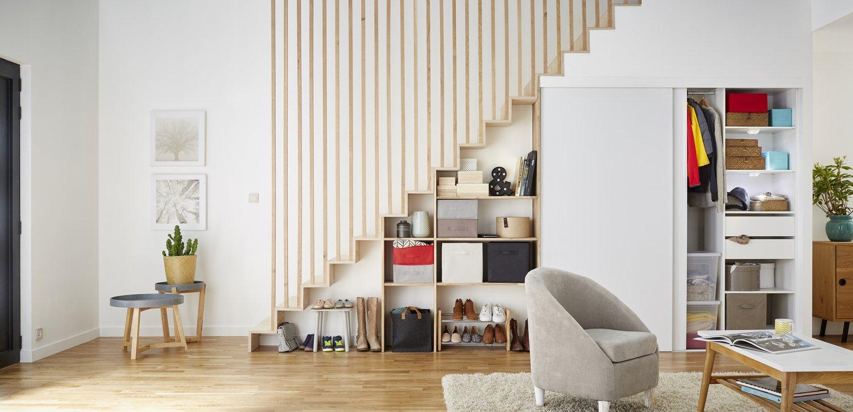 l 39 entr e se fait dans le salon leroy merlin. Black Bedroom Furniture Sets. Home Design Ideas