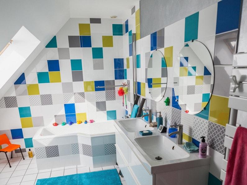Une salle de bains dynamique sous les combles leroy merlin for Photo salle de bain sous comble